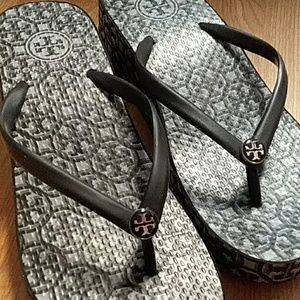 Tory Burch 6 platform slippers L787E Black white